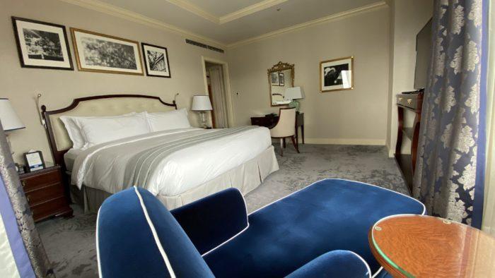 ザ・リッツ・カールトン大阪 エグゼクティブスイートのベッドルーム(キングサイズベッド)